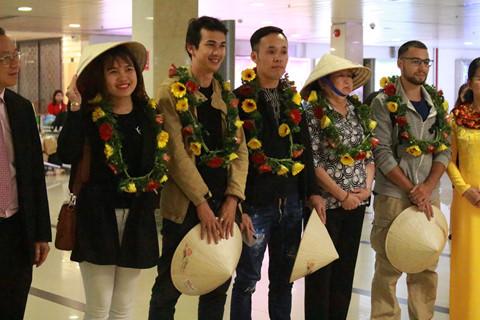 biểu diễn văn nghệ phục vụ du khách nước ngoài