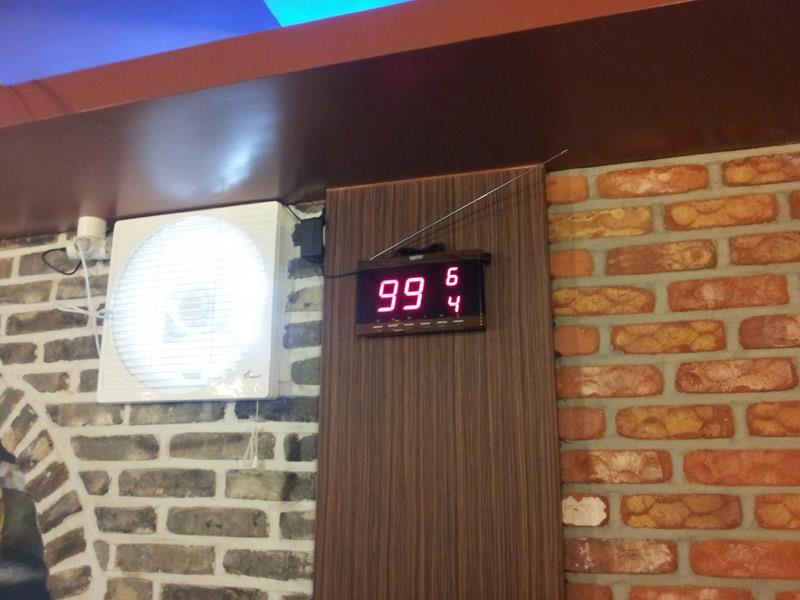 bảng hiển thị số tại nhà hàng bếp hàng xóm