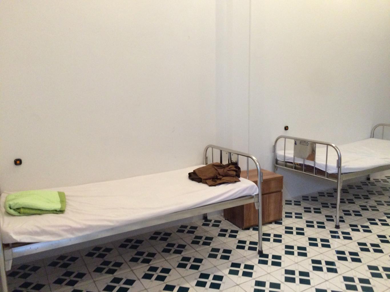 chuông gọi y tá được lắp tại đầu giường của bệnh nhân