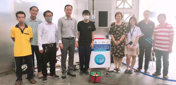 nhóm sinh viên Đại Học Bách Khoa chế tạo máy đo thân nhiệt
